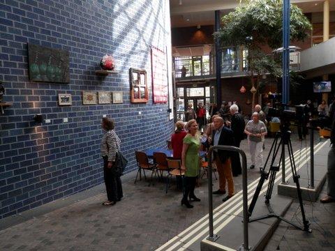Bezoekers aan de tentoonstelling